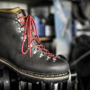 Chaussure N°3 vue de coté, sur machine johnson